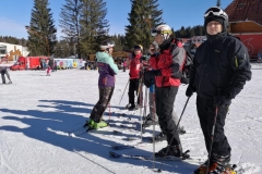 Adults-group-on-ski-lessons-in-Poiana-Brasov