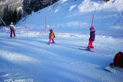 Andreea-RJ-ski-instructor-in-a-midle-of-ski-lessons