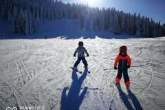 Children-ski-lessons-on-Postavaru-mountain-in-Poiana-Brasov